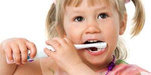 little-girl-brushing-her-teeth