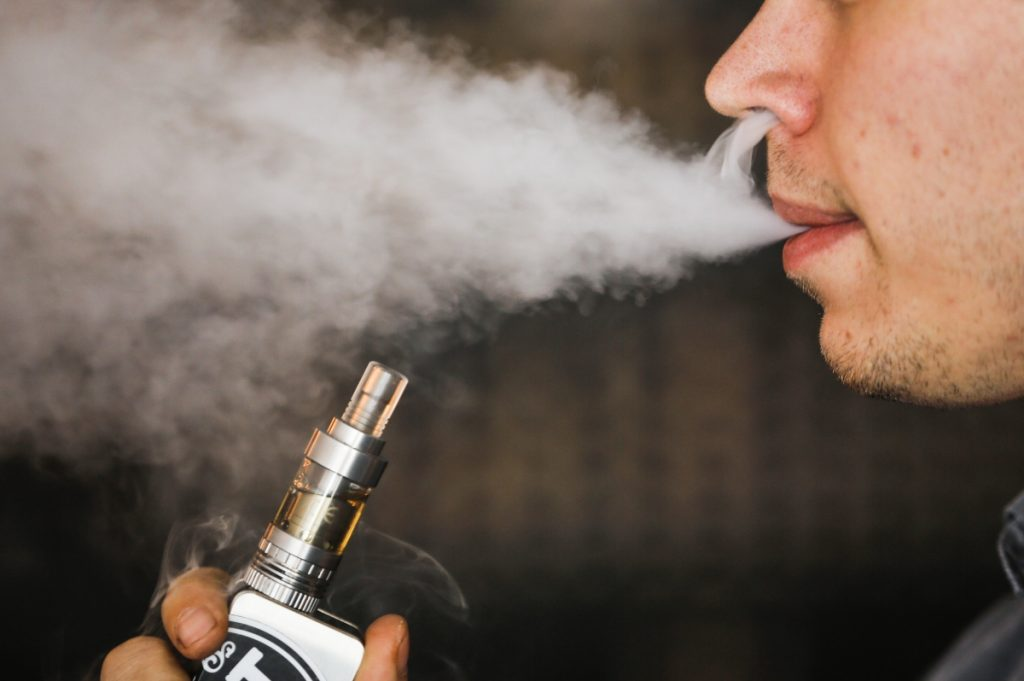 e-cigarettes damage gums