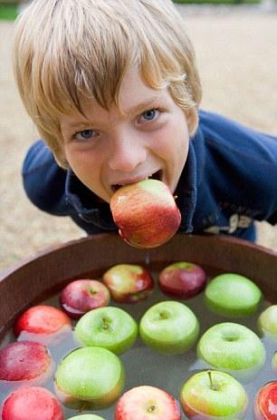 halloween-bobbing-for-apples