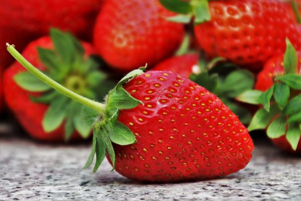 strawberries-are-good-for-white-teeth
